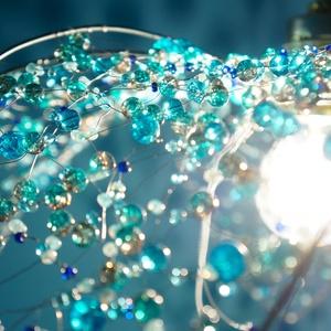 Kékvirág mennyezeti lámpa, Lakberendezés, Otthon & lakás, Lámpa, Fali-, mennyezeti lámpa, Gyöngyfűzés, gyöngyhímzés, Egyedi, bohém, de elegáns üveggyöngyből fűzött mennyezeti lámpa. Hajlítható drót merevítésű, fehér s..., Meska