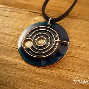 Bolygók - tűzzománc medál, Ékszer, Medál, Nyaklánc, Ötvös, Tűzzománc, Egyedi rekeszzománc medál, melyet egy írországi kirándulás ihletett: Newgrange egyik faragott kövén ..., Meska