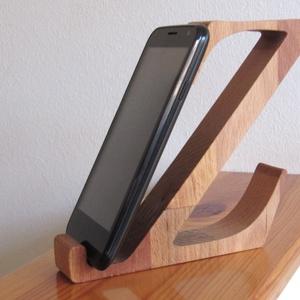 """Mobiltartó \""""Z\"""" betűvel, Otthon & lakás, Lakberendezés, Tárolóeszköz, Egyéb, Famegmunkálás, Polcra, éjjeli szekrényre, kis asztalra helyezhető, """"Z"""" betű formájú asztali mobiltartó.\n\nAnyaga: 28..., Meska"""