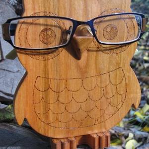 Gyerek szemüvegtartó (bagoly), Szemüvegtok, Pénztárca & Más tok, Táska & Tok, Famegmunkálás, Gyerekeknek szánt szemüvegtartó, tömör cseresznyefából.\n\nA  bagoly szemét, tollazatát és lábacskáit ..., Meska