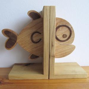 Fa könyvtámasz (hal forma) - Meska.hu