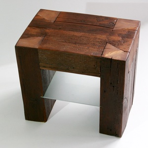 Gerendabútor kisasztal/éjjeli szekrény 2., Lakberendezés, Otthon & lakás, Bútor, Asztal, Famegmunkálás, Gerendából készült kis asztal/éjjeli szekrény, mely egyszerre képviseli a tradicionális és az indusz..., Meska