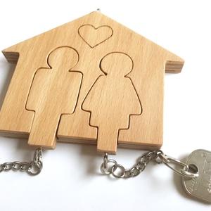 Házikó formájú kulcstartó , Lakberendezés, Otthon & lakás, Dekoráció, Tárolóeszköz, Famegmunkálás, Egyedi kérés, egy fém kulcstartóról készült fotó alapján született meg ez a házikó formájú, falra ak..., Meska
