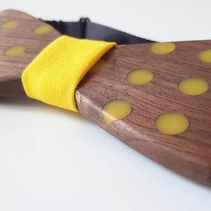 Diófa csokornyakkendő sárga pötyökkel - ruha & divat - férfi ruha - nyakkendő - Meska.hu