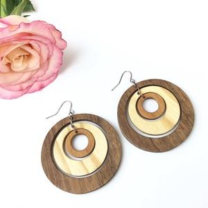 Fülbevaló fából, Ékszer, Fülbevaló, Famegmunkálás, Dió, kőris és cseresznye faanyagokból készítjük fa ékszereink fülbevalóját.\n\nA fülbevaló teljes átmé..., Meska