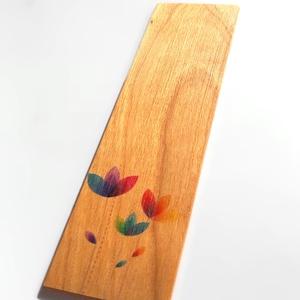 Könyvjelző színes virágmintával cseresznyefából, Könyvjelző, Papír írószer, Otthon & Lakás, Famegmunkálás, Cseresznyefából készült színes virágmintás könyvjelző.\n\nAnyaga: 2 mm vastag tömör cseresznyefa, a mi..., Meska