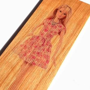 Cseresznyefa könyvjelző Barbie mintával, Egyéb, Otthon & lakás, Naptár, képeslap, album, Könyvjelző, Famegmunkálás, Cseresznyefából készült Barbie mintás könyvjelző.\n\nAnyaga: 2 mm vastag tömör cseresznyefa, a minta k..., Meska
