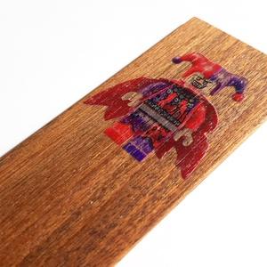 Könyvjelző Nexo Knights Jestro lego figurával diófából, Otthon & lakás, Naptár, képeslap, album, Könyvjelző, Gyerek & játék, Famegmunkálás, Diófából készült LEGO Nexo Knights sorozat Jestro figura mintás könyvjelző.\n\nE sok elektronikai eszk..., Meska