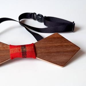 Fa csokornyakkendő dió színben piros kockás anyaggal - Meska.hu