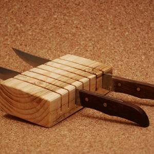 Késtartó késimádó férfiaknak, Kés & Késtartó, Konyhafelszerelés, Otthon & Lakás, Famegmunkálás, Ezt a fából készült, a kamra vagy a konyha valamely polcára, fiókba helyezhető késtartót, elsősorban..., Meska