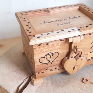 Esküvői láda fából szív lakattal, Doboz, Emlék & Ajándék, Esküvő, Famegmunkálás, Megrendelésre készítjük ezt a tömör bükkfa esküvői ládikát.\n\nA fiatal pár az esküvőn ebben gyűjtheti..., Meska