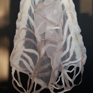 selyem-nemez fehér-bézs árnyalatú stóla, Táska, Divat & Szépség, Sál, sapka, kesztyű, Ruha, divat, Sál, Kendő, Selyemfestés, Nemezelés, 100% hernyóselyemből és a legfinomabb ausztrál merinógyapjú összedolgozásával készítettem ezt a  kül..., Meska