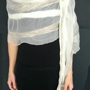 Fehér - bézs selyem-gyapjú sál, Táska, Divat & Szépség, Sál, sapka, kesztyű, Ruha, divat, Kendő, Sál, Selyemfestés, Nemezelés, 100% hernyóselyem és a legfinomabb ausztrál merinógyapjú összedolgozásával készült különleges saját ..., Meska