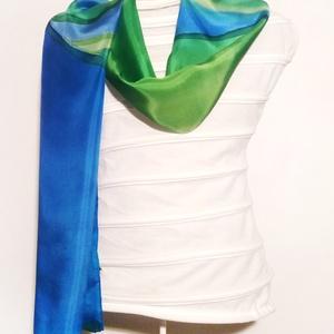 Kék-zöld harmónia teszi izgalmassá ezt a könnyed ,puha selyemsálat, Táska, Divat & Szépség, Ruha, divat, Sál, sapka, kesztyű, Kendő, Sál, Selyemfestés, Kézzel festettem , magam terveztem ezt a hullámos mintás  selyemsálat. Puha , fényes hernyóselyem, i..., Meska