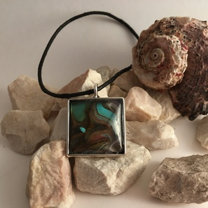 Arany-türkiz medál, Ékszer, Medál, Ékszerkészítés, Festészet, 2x2 cm méretű, egyedi üveglencsés medál, Meska