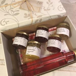 Virágkörüli utazás csomag, Lekvár, Élelmiszer, Élelmiszer előállítás, Virágkedvelőknek egy extra ajándék, virágos csemegeékkel és egy szép könyvvel.\nTartalma:\n1 Virágkony..., Meska
