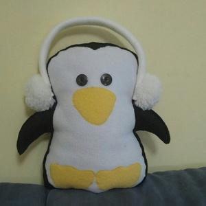 Karácsonyi pingu, Gyerek & játék, Játék, Játékfigura, Plüssállat, rongyjáték, Baba-és bábkészítés, Varrás, Ittvagyok-ittvagyok!\nKarácsonyi pinguka a nevem!!\nSzeretném ha szeretnél!!\nHa szeretnél a fa alá ren..., Meska