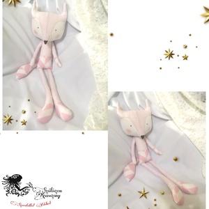 Rózsaszín pöttyös rókuci , Játék & Gyerek, Plüssállat & Játékfigura, Róka, Baba-és bábkészítés, Varrás, \nEzaz édes kis csajszi  rókuci a Tilda szabásminta alapján készítettem el\nKb 63cm magas kis éded.\n\n1..., Meska