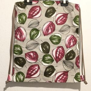 Tornazsák / hátizsák, Táska & Tok, Hátizsák, Varrás, Tornazsák fazonú hátizsák színes levél mintás pamutvászon felhasználásával.\nZseb: a táska belső rész..., Meska