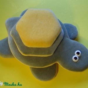 Tépőzáras teknős, Gyerek & játék, Játék, Játékfigura, Baba-és bábkészítés, Teknős építőtorony.\r\n\r\n24 x 21 cm, Meska