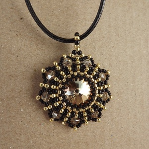 Arany és fekete, Ékszer, Medálos nyaklánc, Nyaklánc, Gyöngyfűzés, gyöngyhímzés, Meska