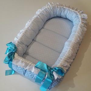 Babafészek kék szinvilágban, Gyerek & játék, Baba-mama kellék, Gyerekszoba, Varrás, A babafészek biztosítja a babák pihentető alvását és biztonság érzetét!\nEgy mozdulattal kifordítható..., Meska
