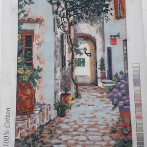Virágos utca gobelin kép, Gobelin, Textil, Művészet, Hímzés, A kép gobelin technikával , balról jobbra dőlő őltéssel készült.\nA hímzés mérete :32 x 23 cm, a kana..., Meska