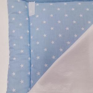 Pelenkázó alátét - kék csillagos, Otthon & Lakás, Lakástextil, Varrás, Praktikus és kényelmes, 50×70 cm méretű puha felületű pelenkázó alátét. Használatával a baba nem egy..., Meska
