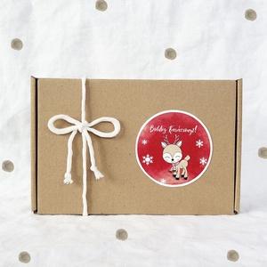 """Őzikés ajándék doboz, Karácsony, Ajándékzsák, Fotó, grafika, rajz, illusztráció, ŐZIKE GRAFIKÁS AJÁNDÉK DOBOZ """"BOLDOG KARÁCSONYT!"""" FELIRATTAL. A DOBOZ PAMUT FONAL MASNIVAL ZÁRHATÓ.\n..., Meska"""