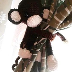 Függöny fogó majom, Függöny, Lakástextil, Otthon & Lakás, Horgolás, Amigurumi technikával készült függönyfogó maki, magassága kb 15 cm, a karok hossza igény szerint kér..., Meska