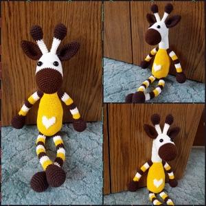Horgolt zsiráf őszi színekben, Játék, Gyerek & játék, Játékfigura, Baba játék, Horgolás, Amigurumi technikával készült csíkos mintás zsiráf szív mintával a hasán., Meska