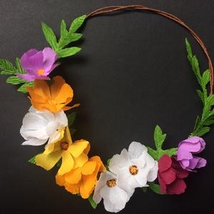 Papírkoszorú pillangóvirágokkal, Dekoráció, Otthon, lakberendezés, Ajtódísz, kopogtató, Koszorú, Virágkötés, Papírművészet, A színes krepp papírból készült pillangóvirágokkal díszített koszorú vidám színfoltja lehet otthono..., Meska