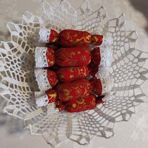 Textil szaloncukor , Otthon & Lakás, Karácsony & Mikulás, Karácsonyfadísz, Varrás, Piros-arany karácsonyi pamutvászonból egyedi textil szaloncukrot készítettem, melyet fehér pamut csi..., Meska