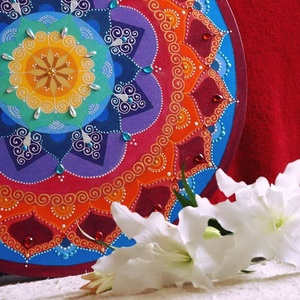 Belső harmónia mandala, Otthon & Lakás, Dekoráció, Mandala, Festészet, Festett tárgyak, \n70 cm átmérőjű fa lapra festett mandala, napóleon kék, lila,  meleg napsárga, bordó, narancsos szín..., Meska