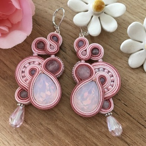 Opál rózsaszín sujtás fülbevaló, Ékszer, Fülbevaló, Lógó fülbevaló, Ékszerkészítés, Egyedi, különleges sujtás technikával varrt fülbevaló opál rózsaszín csepp alakú csiszolt üvegkristá..., Meska