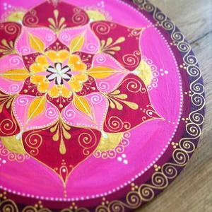 Clematis mandala (35 cm), Otthon & Lakás, Dekoráció, Mandala, Festett tárgyak, \n35 cm-es vászonra festett mandala magenta, napsárga és a naplemente bordó, sötét rózsaszínes színei..., Meska