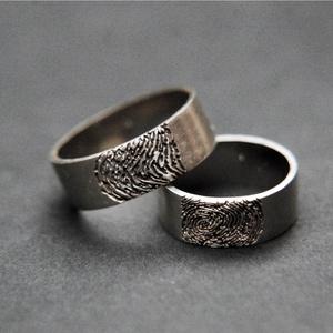 ujlenyomatos jegygyűrűpár, Esküvő, Ékszer, Karikagyűrű, Ékszerkészítés, Ötvös, ujlenyomatos jegygyűrűpár\naz ár 14 karáros aranyra vonatkozik.\nés 3és 5 mm szélességre\nbelső gravíro..., Meska