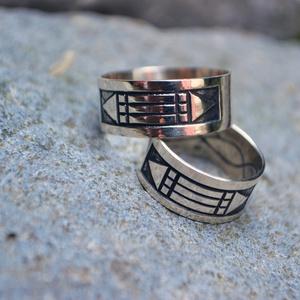 atlantiszi jegygyűrűpár, Esküvő, Ékszer, Karikagyűrű, Ékszerkészítés, Ötvös, sterling ezüstatlantiszi  jegygyűrűpár\naz ár 925ös ezüstre vonatkozik.\naranyból is elkészíthető \n..., Meska
