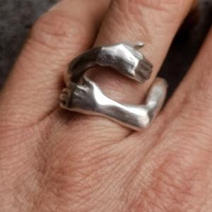 Ölelés gyűrű, Ékszer, Gyűrű, Figurális gyűrű, Ékszerkészítés, Ötvös, Sterling ezüst ölelés gyűrű\nMivel nyitott a méretet be tudom állítani, Meska