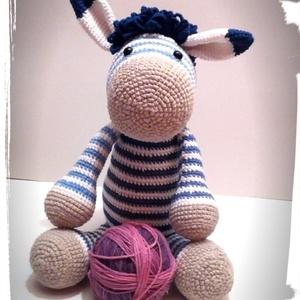Zou a nagyon laza zebra fiú- amigurumi, Játék & Gyerek, Plüssállat & Játékfigura, Más figura, Horgolás, Meska