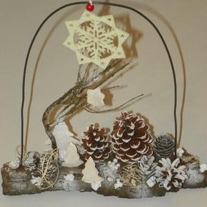 TÉLI ESTE- téli,karácsonyi asztaldísz,ajtódísz,koszorú,kopogtató,asztaldísz, Otthon & Lakás, Karácsony & Mikulás, Karácsonyi dekoráció, Virágkötés, Újrahasznosított alapanyagból készült termékek, Természetes anyagok felhasználásával készült a díszem\n.Asztaldíszed,akasztóval ajtódíszed lehet.\n\nmé..., Meska