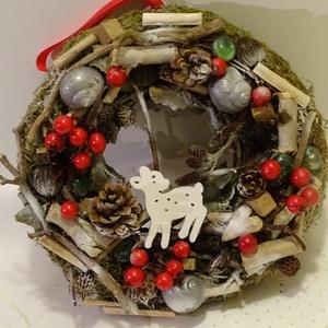 Téli erdő- őzikés,bogyós,karácsonyi,adventi ajtódísz,koszorú kopogtató, Adventi koszorú, Karácsony & Mikulás, Otthon & Lakás, Virágkötés, Nagyon szép a őszi- téli,havas erdő- megihletett a hó,az erdei állatok.\nTermészetes anyagokat haszná..., Meska
