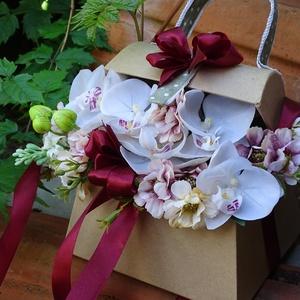 Ékszerdoboz - asztaldísz-névnapra.születésnapra,köszöntő ajándék, Dekoráció, Otthon & lakás, Lakberendezés, Asztaldísz, Virágkötés, névnapra,szülinapra,ballagásra,köszöntö ajándéknak kiváló\negyedi,,nyitott táska virágokkal dúsan dis..., Meska