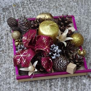 Karácsonyi bordó asztaldísz,lakásdekoráció, Otthon & Lakás, Karácsony & Mikulás, Karácsonyi dekoráció, Virágkötés, karácsonyi lakásdekoráció\nméret 20x20cm mag 12cm, Meska