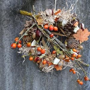 Őszi csipkebogyós termés , ajtódísz,koszorú ,kopogtató, Otthon & lakás, Dekoráció, Dísz, Ünnepi dekoráció, Lakberendezés, Ajtódísz, kopogtató, Virágkötés, őszi lakásdekoráció\nméret 27cm alap + kilógó rész, Meska