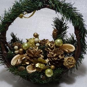 Fenyő, Téli,karácsonyi ajtódísz,koszorú,kopogtató,asztaldísz, Otthon & Lakás, Karácsony & Mikulás, Karácsonyi kopogtató, Virágkötés, téli,karácsonyi lakásdekoráció\nasztaldísznek is használható,álló talpa van\n\nméret 27cm, Meska