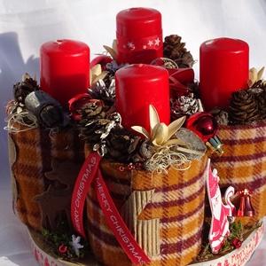 --Karácsonyi -Adventi egyedi asztaldísz,koszorú, Otthon & Lakás, Karácsony & Mikulás, Adventi koszorú, Virágkötés, Újrahasznosított alapanyagból készült termékek, Trendi,természetes,,kockás,és piros ,igy jellemezném  a asztaldíszem.\n Nagyon szeretem meleg színeit..., Meska