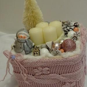 A tél hidege-pasztell  színben-hóemberes karácsonyi,adventi asztaldísz, Otthon & Lakás, Karácsony & Mikulás, Adventi koszorú, Újrahasznosított alapanyagból készült termékek, Virágkötés, pasztell színben adventi asztaldísz -ajándéknak is kiváló\negyedi és trendi ,több nem készül belőle\nm..., Meska
