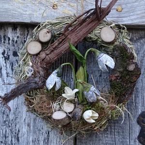 Tavasz hírnöke-természetben-egyedi ,hóvirágos ajtódísz,koszorú,kopogtató, Otthon & Lakás, Dekoráció, Ajtódísz & Kopogtató, Virágkötés, tavasz,tavasz,tavasz-természet kedvelőknek-csakis természetes anyagok\n\n\nméret 20cm, Meska