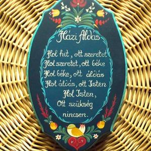 Házi Áldás, Dekoráció, Otthon & lakás, Magyar motívumokkal, Táska, Divat & Szépség, Lakberendezés, Falikép, Festett tárgyak, Mérete: 25* 15,5 *1,5(cm)\nFenyőfából készült, sötétkék alapra \nfestett , matt lakkal lakozott termék..., Meska